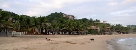 Playa San Agustinillo - al frente de laposada